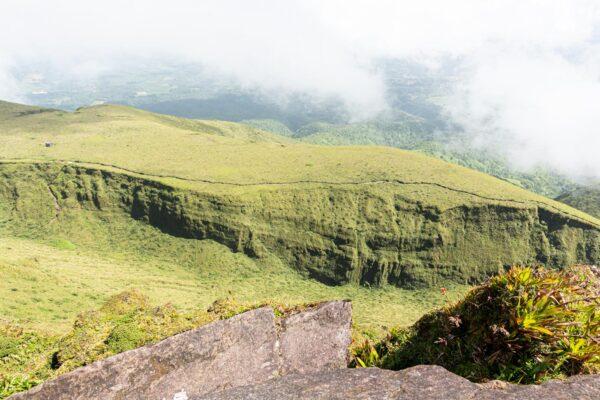 Panorama depuis le Chinois, sommet de la montagne Pelée