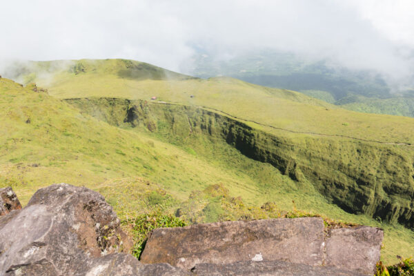 Vue depuis le Chinois, sommet de la montagne Pelée en Martinique