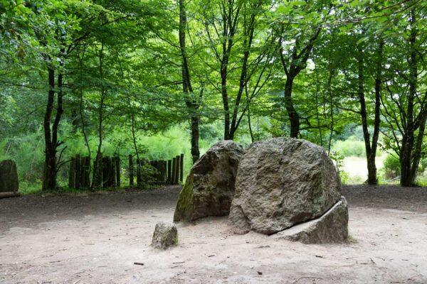 Tombe de Merlin dans la forêt de Brocéliande
