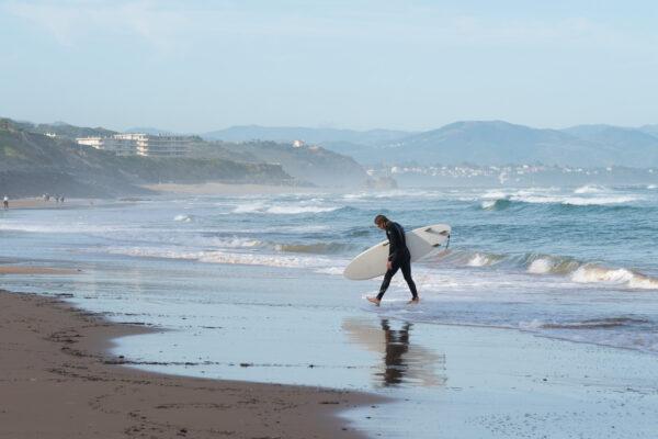 Faire du surf au Pays basque