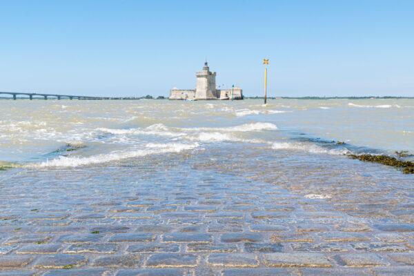 Passage vers le fort Louvois à marée basse