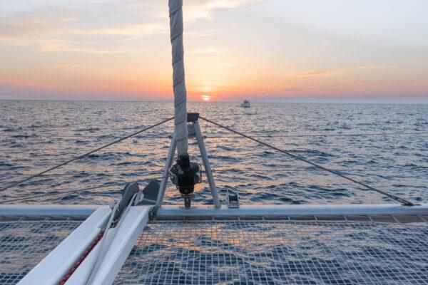 Catamaran à Santorin