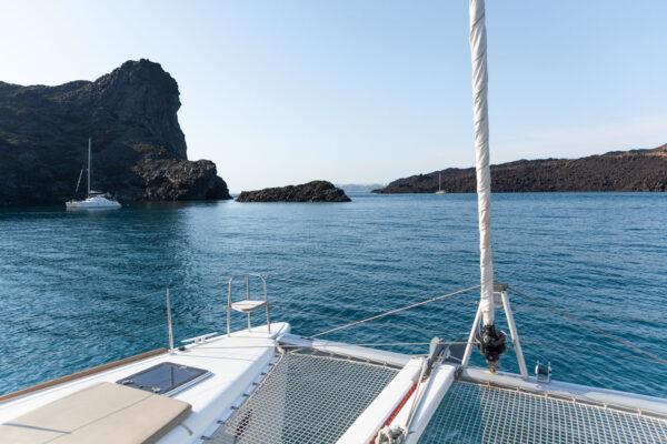 Catamaran autour du volcan de Santorin