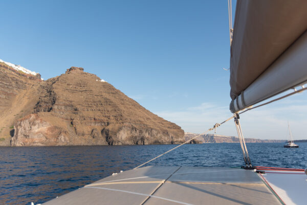 Skaros Rock depuis un bateau