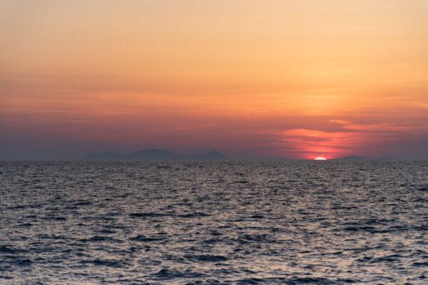 Sortie en bateau à Santorin au coucher de soleil
