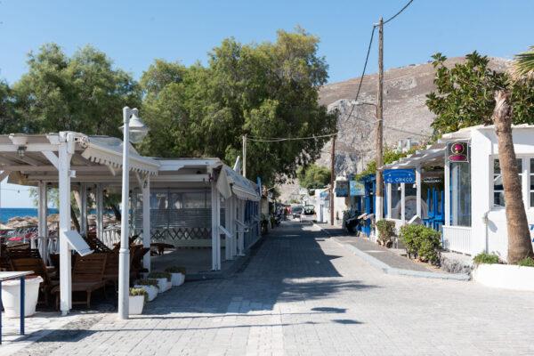 Restaurants sur le front de mer à Kamari