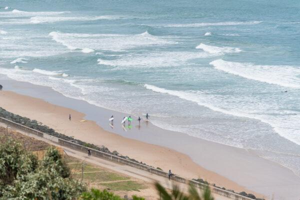 Surf sur la plage de la Côte des Basques à Biarritz
