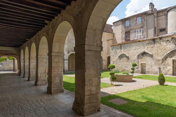 Cloître du Prieuré Saint-Léger